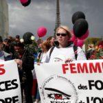 [:ru]Жены полицейских устроили митинг на улицах Страсбурга [:]