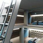 Авиапассажиров могут начать размещать в багажном отсеке