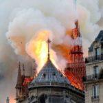 Собор Парижской Богоматери горит в Париже. Новость обновляется