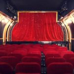 В Париже открылся театр на барже