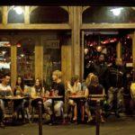 В Париже запретили курить на закрытых террасах