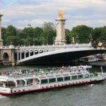 В Париже запустили первый экологически чистый речной трамвай