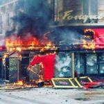 «Желтые жилеты» разгромили исторический ресторан в центре Парижа