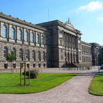 280px-Absolute_Palais_Universitaire_01